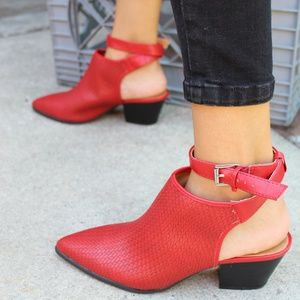 Shoes - 🆕️//The Larissa// Red Woven Mule